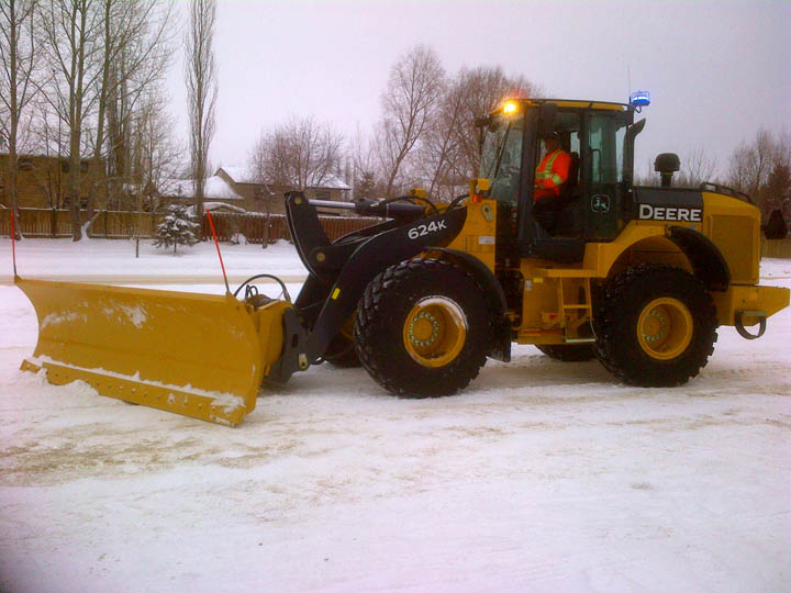 Agganis Frontend Loader Snow Plowing 01